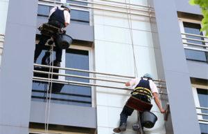 Как помыть окно на высоком этаже