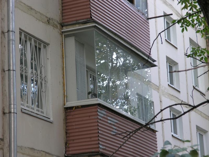 Безрамное остекление балконов и лоджий. конструкция и фурнит.
