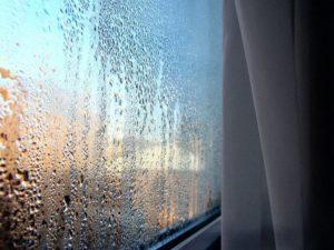Выпадение конденсата на окне