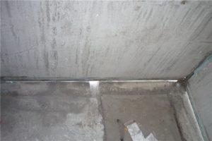 Закрываем щели в бетоне на балконе
