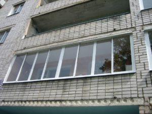 Остекление балкона в панельном доме П-43