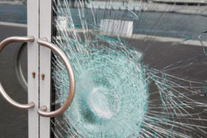 Замена стеклопакета в двери